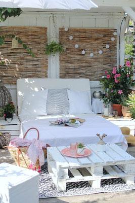 Sommerliche Gartendekoration Beachhouse Palettenlounge