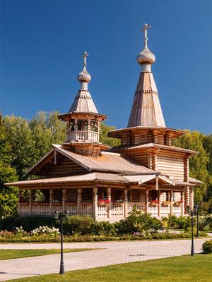 церковь Спаса Преображения построенная 2012-2013 годах между Борками и Бузаевым