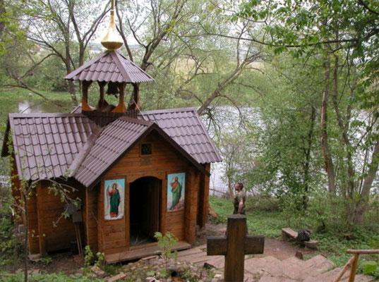 часовня Предтечи Иоанна над источником на берегу Москвы-реки