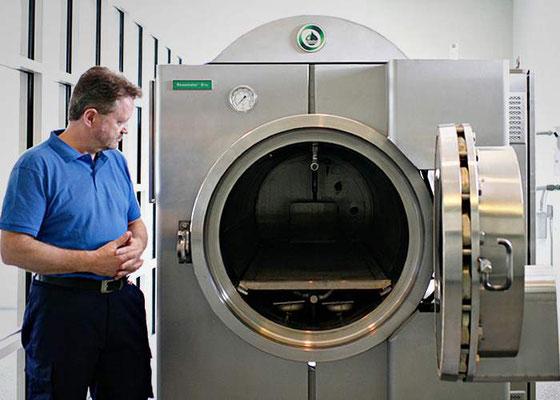 Сэнди Салливан и ресомационная машина  (Alamy)