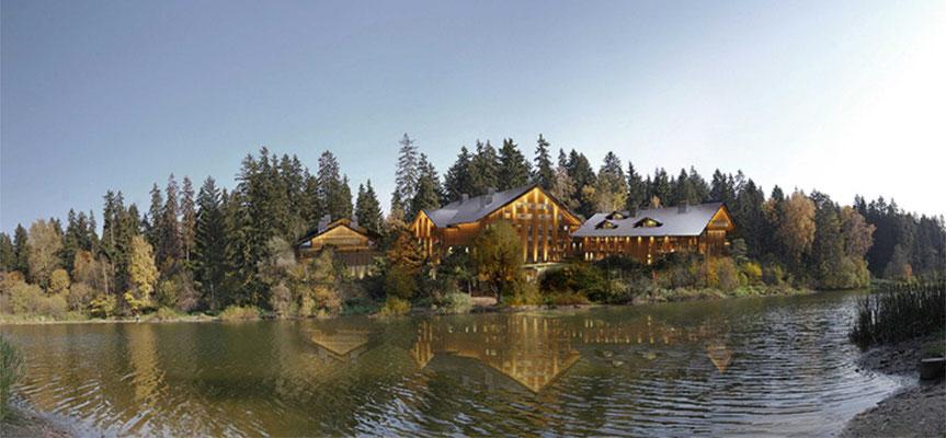 Вид на спортивно-оздоровительный центр со стороны озера