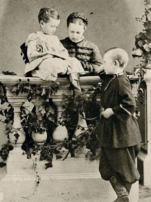 Великая княгиня Мария Александровна, Великий князь Сергий Александрович и Великий князь Павел Александрович. 1863 г