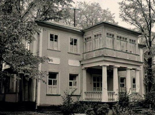 Зубалово. В 1852 году на этой территории располагались 2 усадьбы- усадьба Абрама Хвощинского и усадьба Анны Зандгален