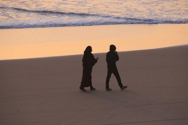 Menschen am Strand von Tafnite
