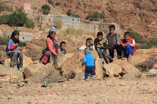 Josha mit Berberkindern, Amtouti