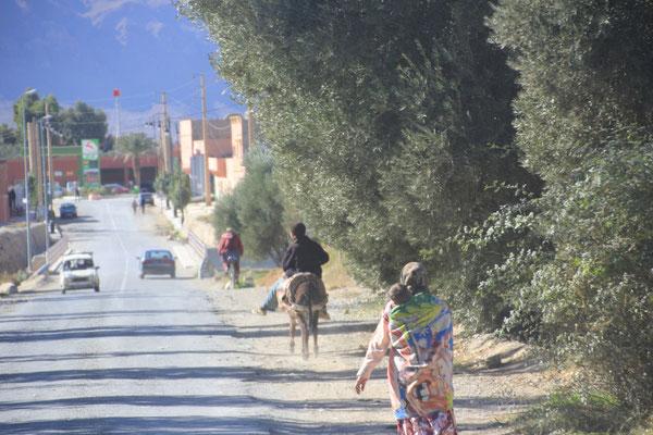 Einfahrt Beni Tajite