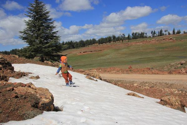 Sarahs erster Schnee auf ca. 2000 m