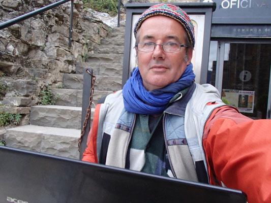 Martin beim Bilder hochladen in Ainsa