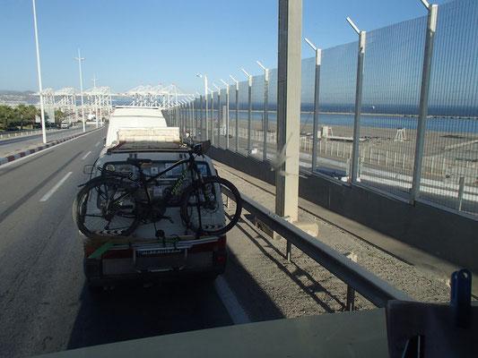 warten auf Hafenöffnung