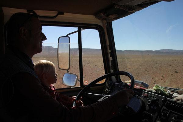 Sarah fährt Richtung Bel Rhiada