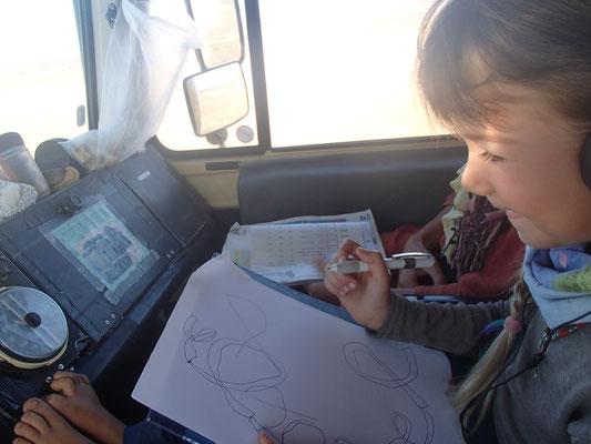 Sarah lernt Schreiben unter Pistenbedingungen