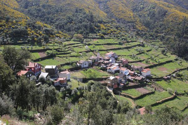 Dorf in der Sierra Estrella