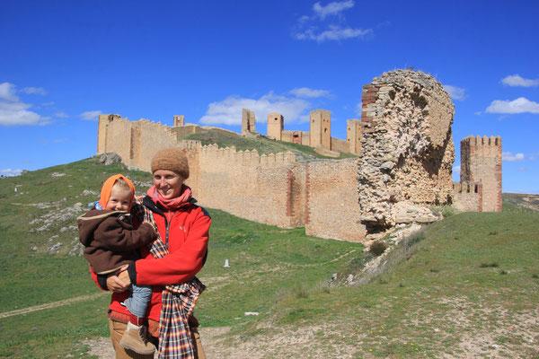 Stephanie,Sarah am Castello de Aragon