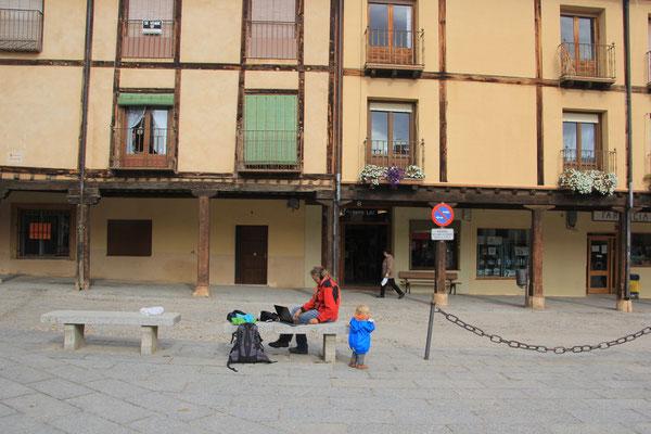 Stephanie bei Internetarbeiten, Burlanga de Duero