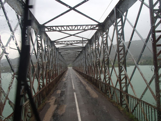 Brücke über Embalse