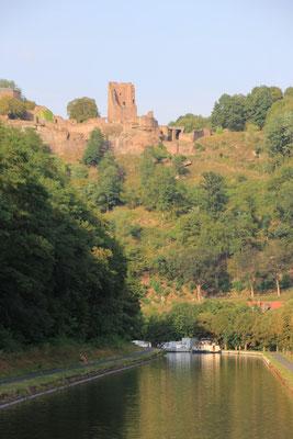 Burg in Luetzelbronn, Nordvogesen