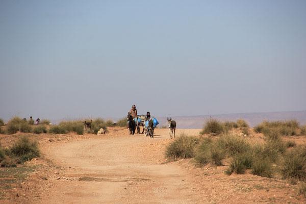 entgegenkommende Familie, Richtung Bel Rhiada