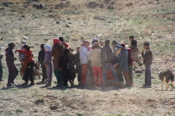 Schülerspeisung Standplatz See Nähe Izhir