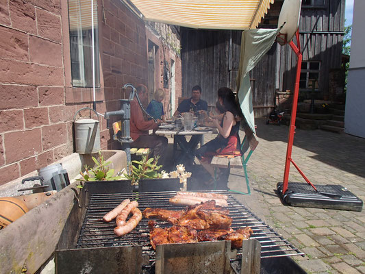 Grillen mit den Freunden, Kleineichholzheim