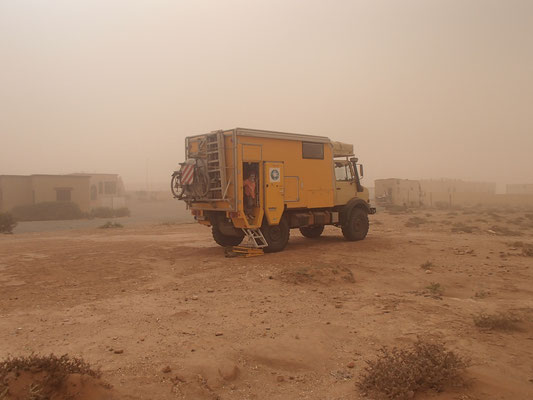 Camping sable d `ord El Quita im Sandnebel