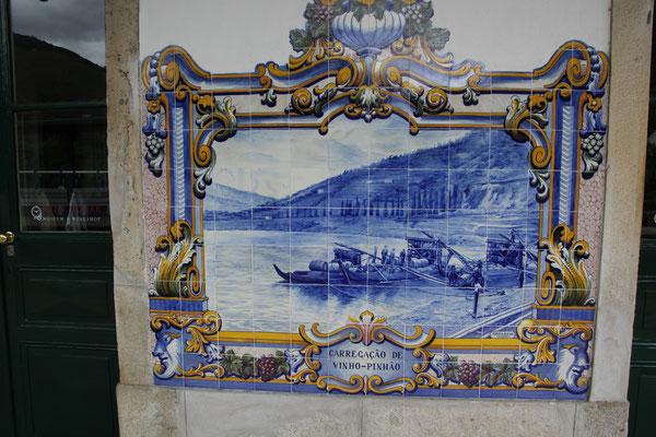 Kaclebild am Bahnhof von Pinohao