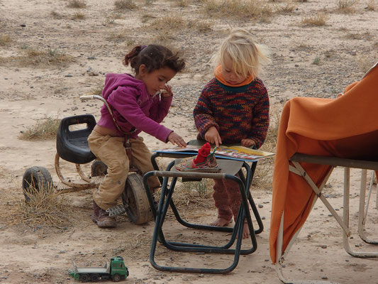 Jamila und Sarah,  Standplatz Olivenfarm