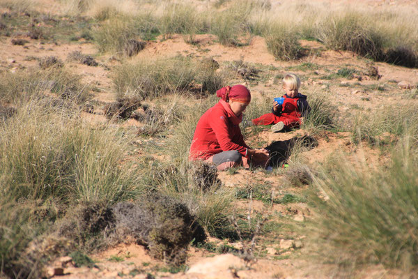 Sarah, Stephanie, Standplatz 20 km westlich Matarka