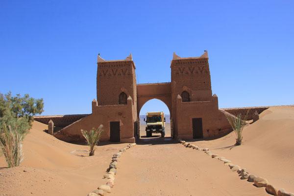 Einfahrt Kashba Sahara-Sky, zu niedrig