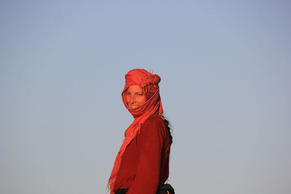 Stephanie am 1. Standplatz, Rand Lac Iriki, Piste Foum-Zguid  -  Mhamid