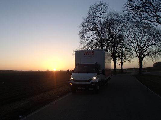 nach 8 Stunden Fahrt Sonnenuntergang in Bayern
