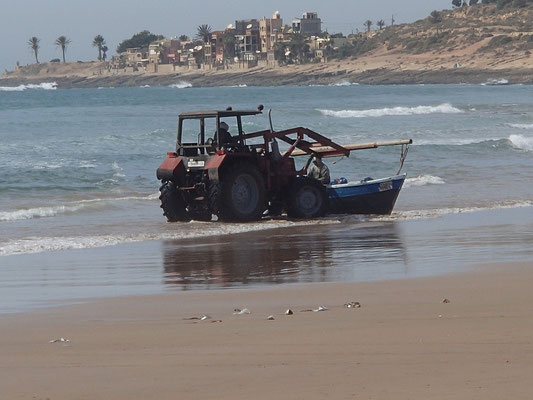 Fischerboot beim Anlegen, Thagazoute