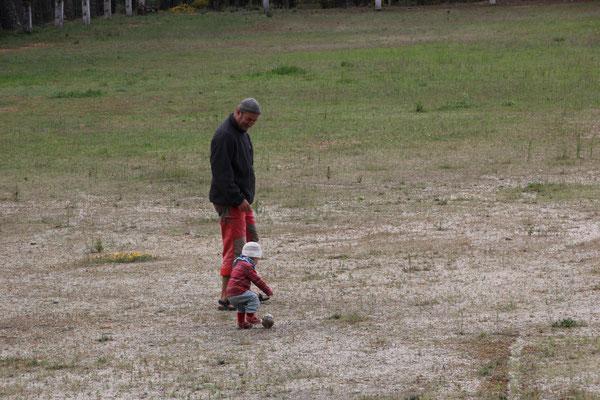 Sarah auf dem Fußballplatz, Sierra Estrella