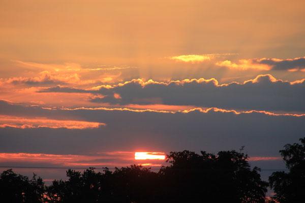 Sonnenaufgang am Bauernhof