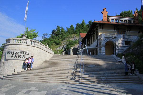 Eingang Höhle Postojna