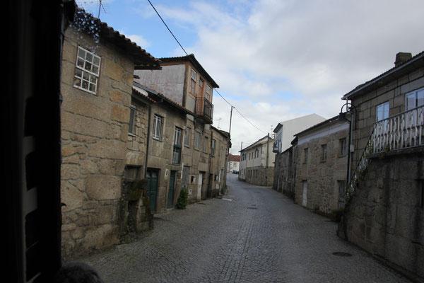 Dorfstrasse Richtung Lamego