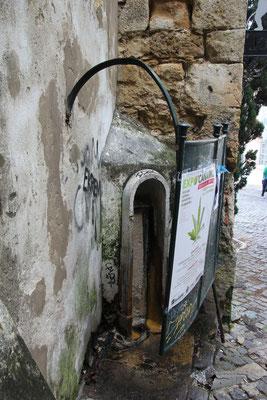 urinol gleich beim Castell, Lisabon