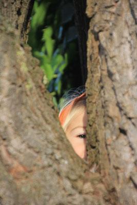 Sarah im Baum