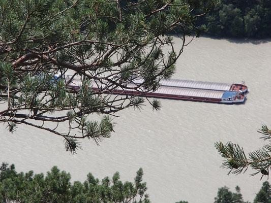 Lastkahn auf der Donau