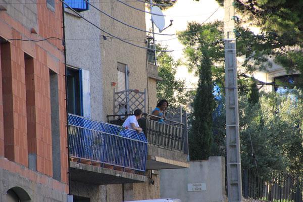 Balkongespräch in Basges