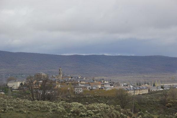 Stadt m. Kirche, nach der Grenze