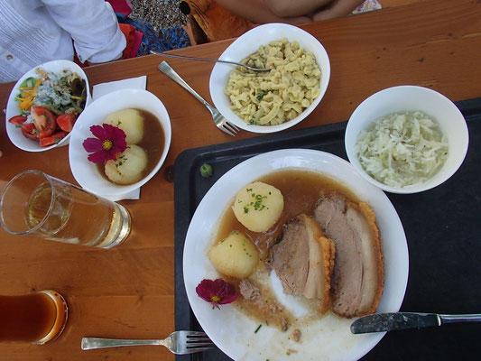 erstes Urlaubsessen im Schloss Blumenthal
