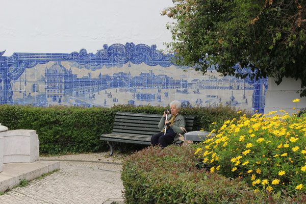 Kachelbild mit älterer Frau