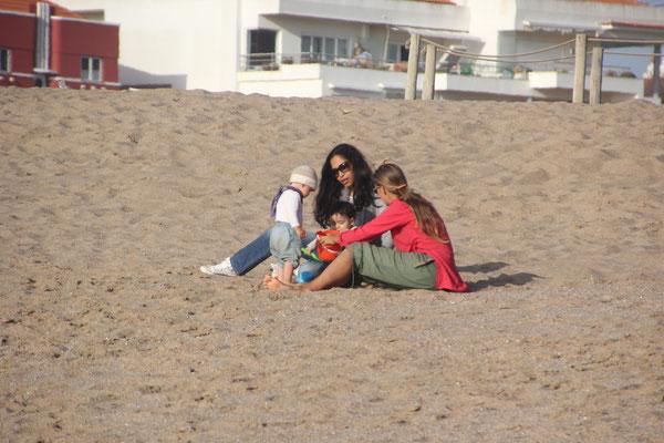Mütter mit Kinder, Praya Sao Lorenco