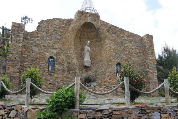 Mutter Gottes Statue am privaten heiligen Platz