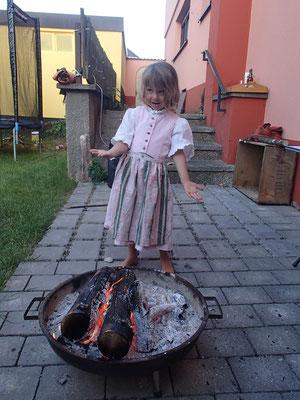 neues Kleid am Lagerfeuer