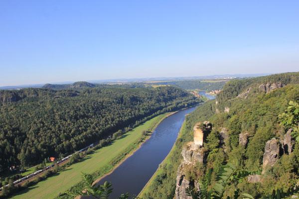 Elbe bei der Bastei/ sächsische Schweiz