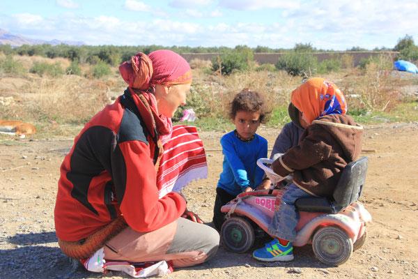 Stephanie, Sarah, Kinder,  Standplatz Olivenfarm