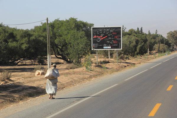 Fußgänger Richtung Agadir