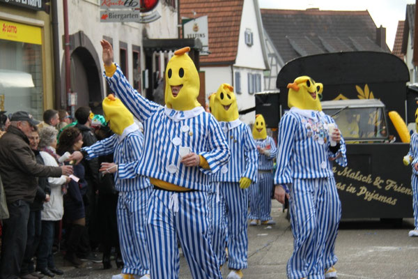 Schickeria - Bananas-diesmal in Pyjamas