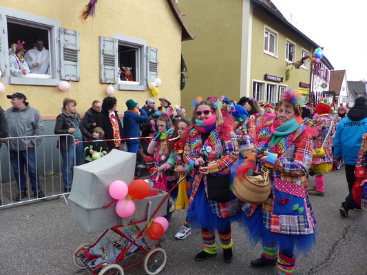 Weiwer uff Axe: Roter Clownsparade